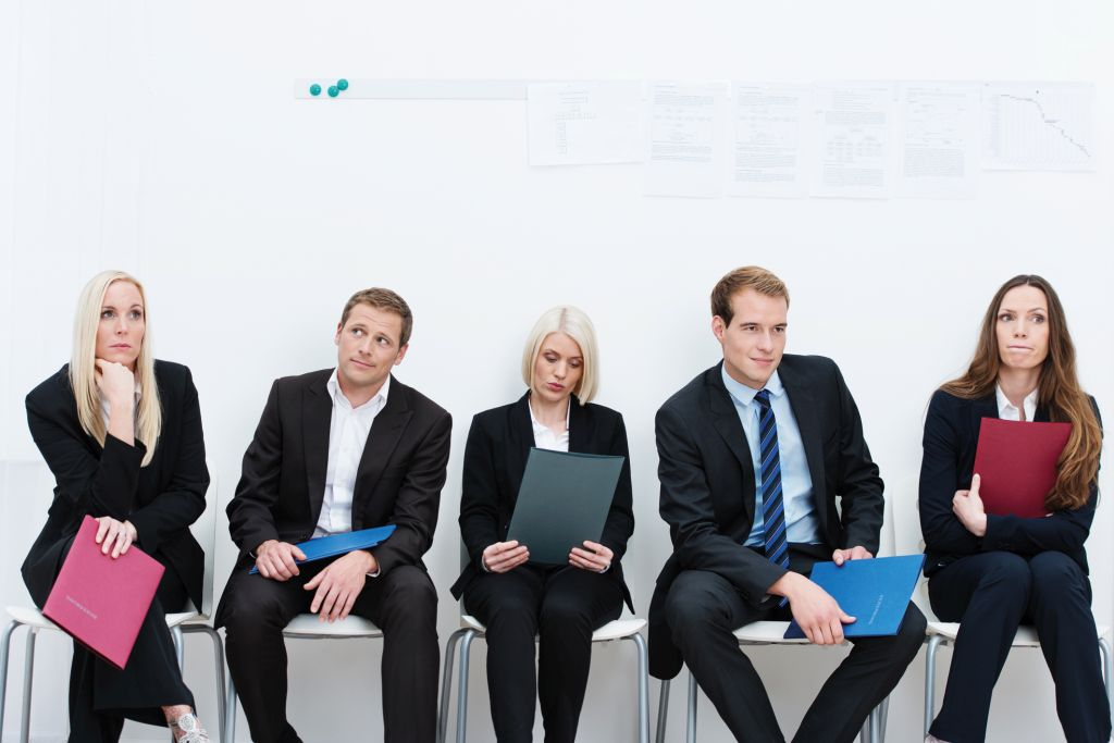 In der Bewerbungsphase: Bewerber warten auf ihr Gespräch