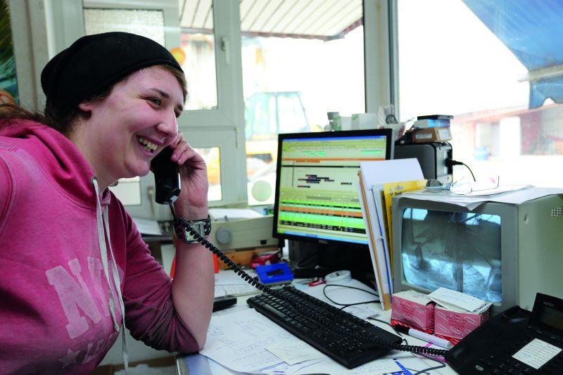 Betongewerbe: Eine Frau macht eine Ausbildung zur Verfahrensmechanikerin
