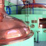 Ausbildung im Behälter- und Apparatebau: mächtige Kessel werden für die Lebensmittelindustrie hergestellt