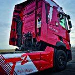 Roter Lkw ohne Fracht. (Berufskraftfahrer)